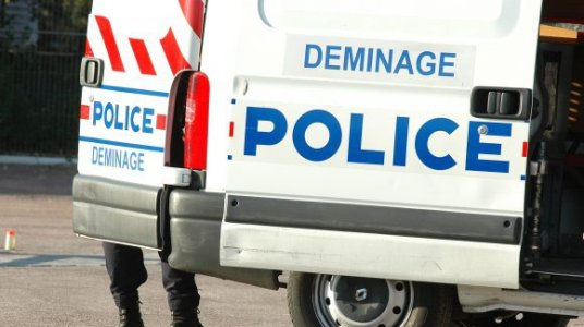 Police demainage sauter mosque