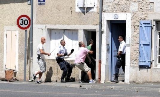 Policier ivre bagarre rixe civil domicile interpellation forcene