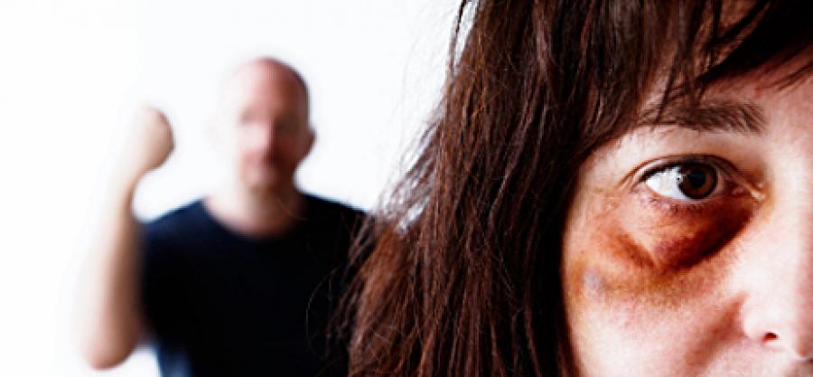 Christian tabasse sa femme car elle porte un short trop - Porter plainte pour violence conjugale ...