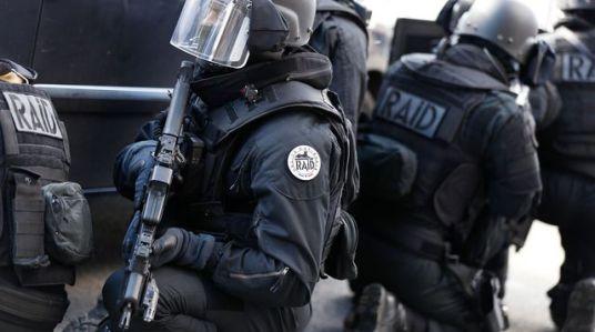 Forcené stepahen police tire raid
