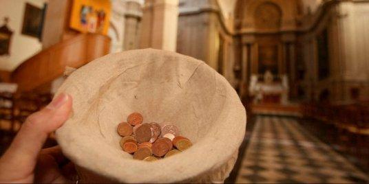 le-cure-ne-restituait-pas-au-diocese-l-argent-que-lui_3286685_800x400