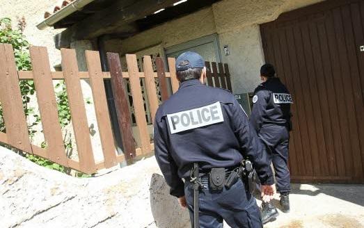 au-moins-une-fois-par-jour-un-equipage-de-police-passera-a-votre-domicile-a-surel