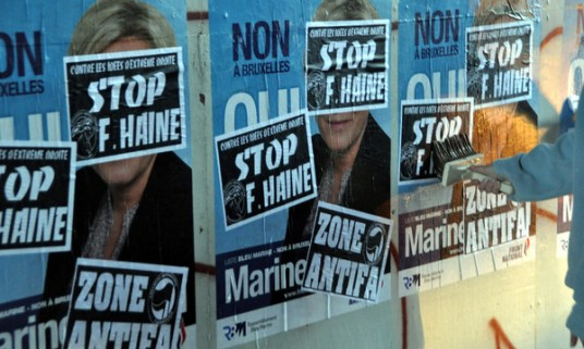 Cherbourg le 07 avril 2014. Collage contre la venue de Marine Le Pen.