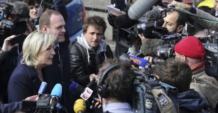 marine le pen madias journaliste censure camera mediatise fn