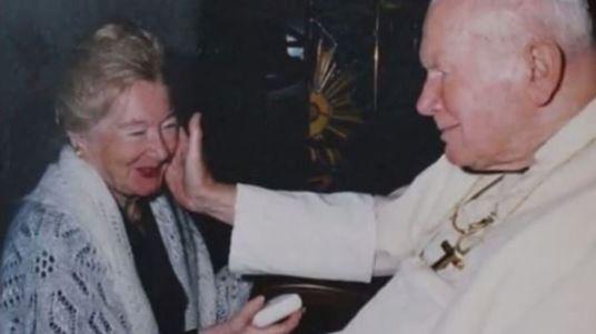 extrait-de-l-emission-panorama-de-la-bbc-qui-revient-sur-la-relation-entre-le-pape-jean-paul-ii-et-anna-teresa-tymieniecka_5516345