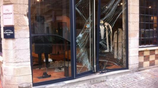 un-magasin-attaque-la-voiture-belier-rouen_0.jpg