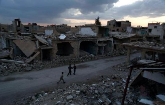 648x415_des_enfants_dans_les_ruines_d_une_rue_de_douma_en_peripherie_de_la_capitale_syrienne_damas_le_27_fevrier_2016.jpg
