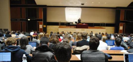 89683-universite-amphitheatre-paris2-fevrier2012-580x310.jpg