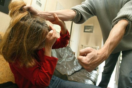 les-femmes-battues-ou-victimes-de-violences-seront-toujours_579779_460x306