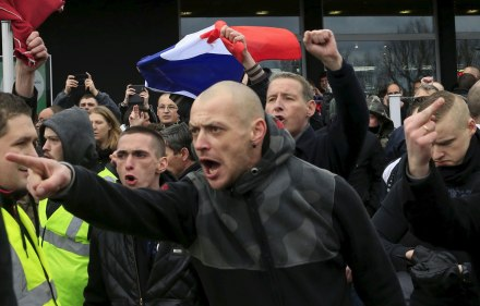 Une-vingtaine-de-personnes-ont-ete-interpellees-lors-de-la-manifestation-d-extreme-droite-a-Calais-samedi