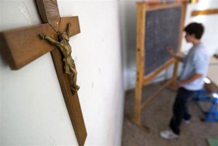 lycée catholique crucifix