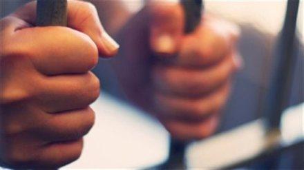 150507_sg81r_prison-detenu-barreaux_sn635