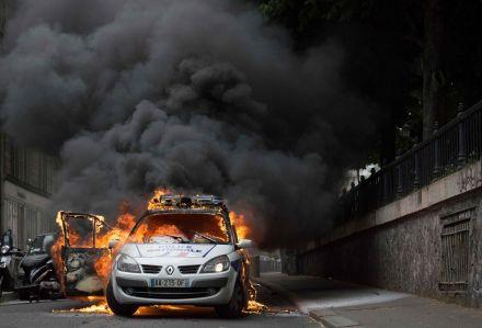 4925745_6_1a89_la-voiture-de-police-s-etait-enflammee_98fc12ff29b3f5d009029adc575000a3.jpg