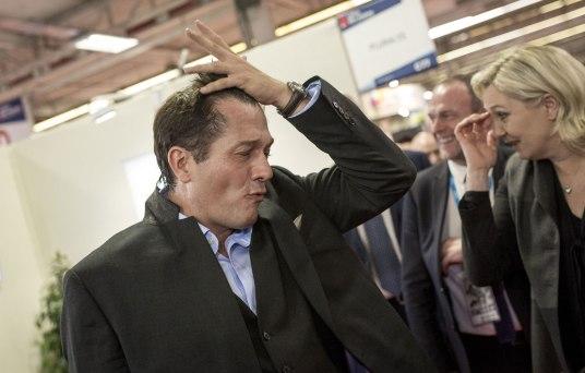 Marc-Etienne-Lansade-ici-au-cote-de-Marine-Le-Pen-cette-semaine-au-Congres-des-maires-a-Paris.jpg