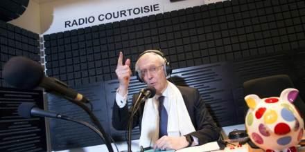 Henry-de-Lesquen-dans-un-studio-de-radio-courtoisie