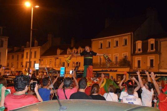 le-creusot-la-liesse-la-joie-et-le-bonheur-immense-des-supporters-creusotins-du-portugal-apres-la-qualification-pour-la-finale-de-l-euro-de-football-2-257211