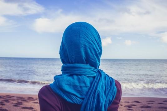 Hijab plage mer sable voile foulard burkini voilée