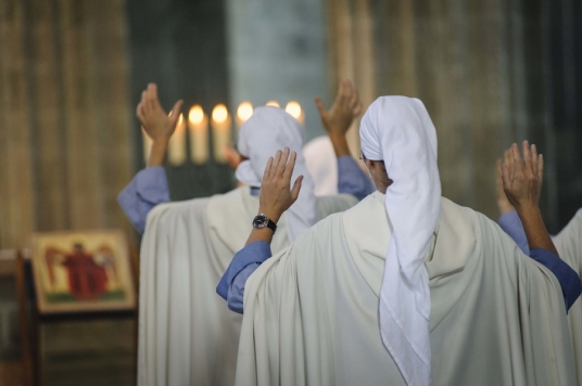 religieuses-fraternites-monastiques-de-jerusalem-vie-consacree-soeurs_article_large.jpg
