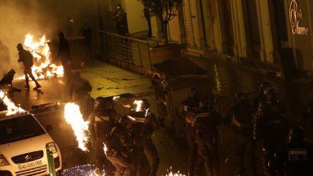 affrontements-entre-manifestants-et-police-a-corte-le-16-fevrier-2016-apres-des-incidents-le-13-fevrier-avant-et-apres-le-match-reims-bastia-ou-un-jeune-supporter-bastiais-avait-perdu-l-usage-d-un-oeil_5745031.jpg