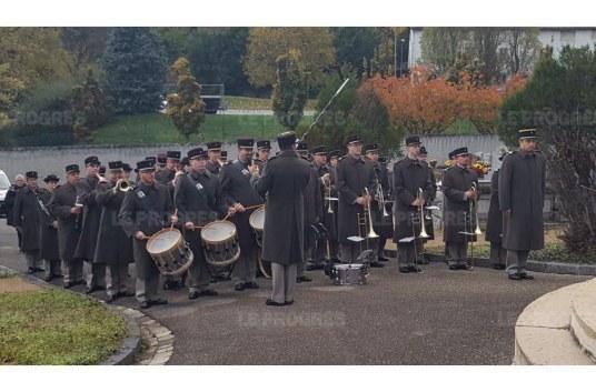 la-formation-musicale-militaire-de-lyon-a-interprete-l-hymne-national-en-hommage-aux-soldats-disparus-photo-victoria-havard-1478900691.jpg