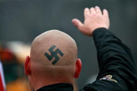neonazisprotestoutsideskokieholocaust1m4lkpisbfvl