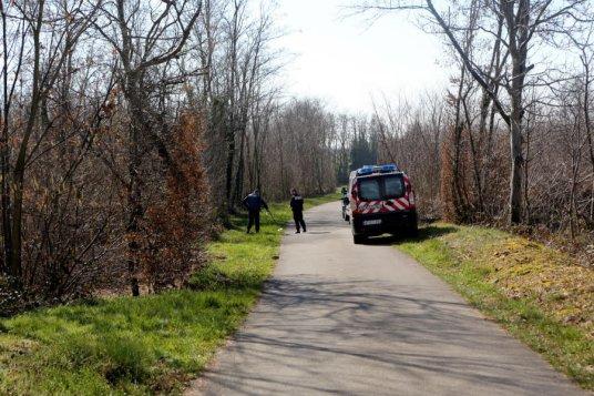 la-victime-avait-ete-tres-violemment-agressee-pres-de-cette-petite-route-en-mars-2014-a-lapeyrouse-mornay-dans-le-nord-de-la-drome-1480532451.jpg