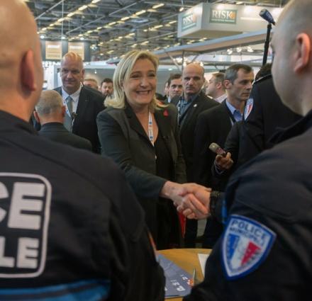 15812868-la-moitie-des-policiers-et-militaires-prets-a-voter-marine-le-pen