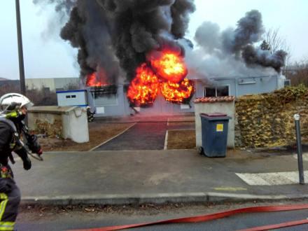 La-mosquée-de-Valenton-détruite-par-un-incendie.jpg