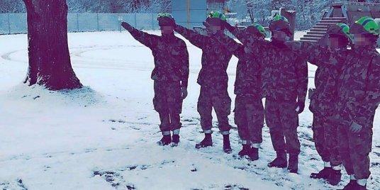 militaires-suisses-nazi-salut