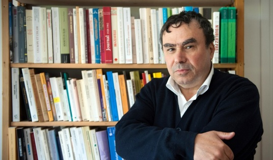 "Pour illustrer le papier de Rébecca Frasquet : ""Benjamin Stora: ""Il faut affronter la guerre d'Algérie"" "". Algerian born historian and writer Benjamin Stora poses on May 6, 2010 at his home in Asnieres-sur-Seine, a Paris suburb. Stora is one of 12 intellectuals who published a text on yesterday replying to accusations of colonial history ""falsifications"" in the Franco-Algerian film ""Hors-la-loi"", by Rachid Bouchareb to be presented at the Cannes Film Festival this month. AFP PHOTO BERTRAND LANGLOIS"